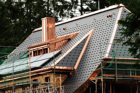 cuivre sur un toit pour sa protection