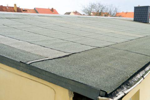 revêtement en feutre d'un toit plat non accessible